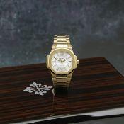 Patek Philippe. A fine 18K rose gold mid-size quartz calendar bracelet watch Nautilus, Ref: 7011...