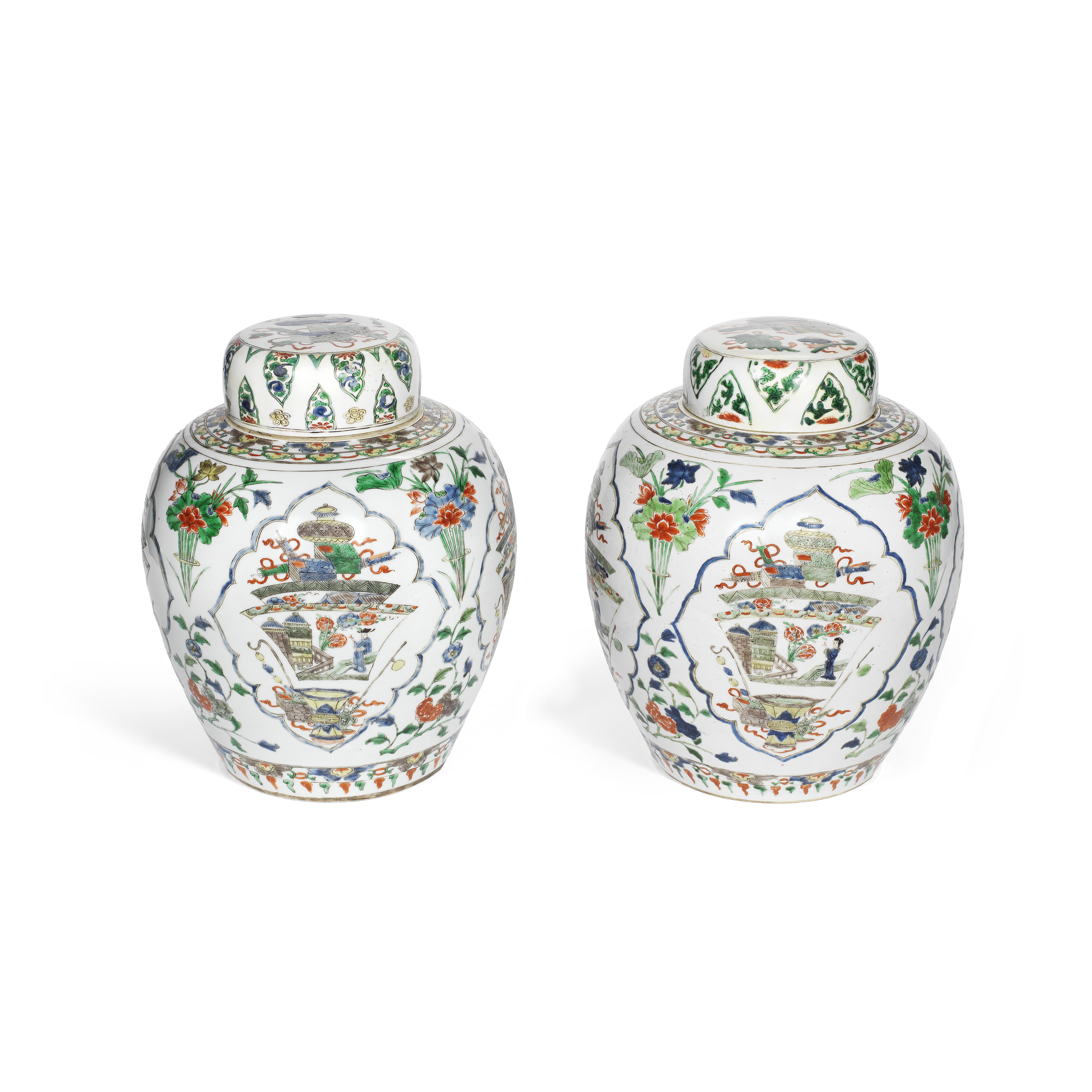 AN ASSOCIATED PAIR OF FAMILLE VERTE 'GINGER' JARS AND COVERS Kangxi (4)