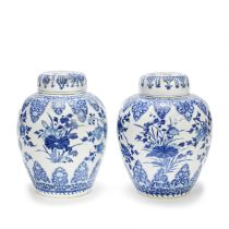 TWO BLUE AND WHITE GINGER JARS AND COVERS Kangxi (4)