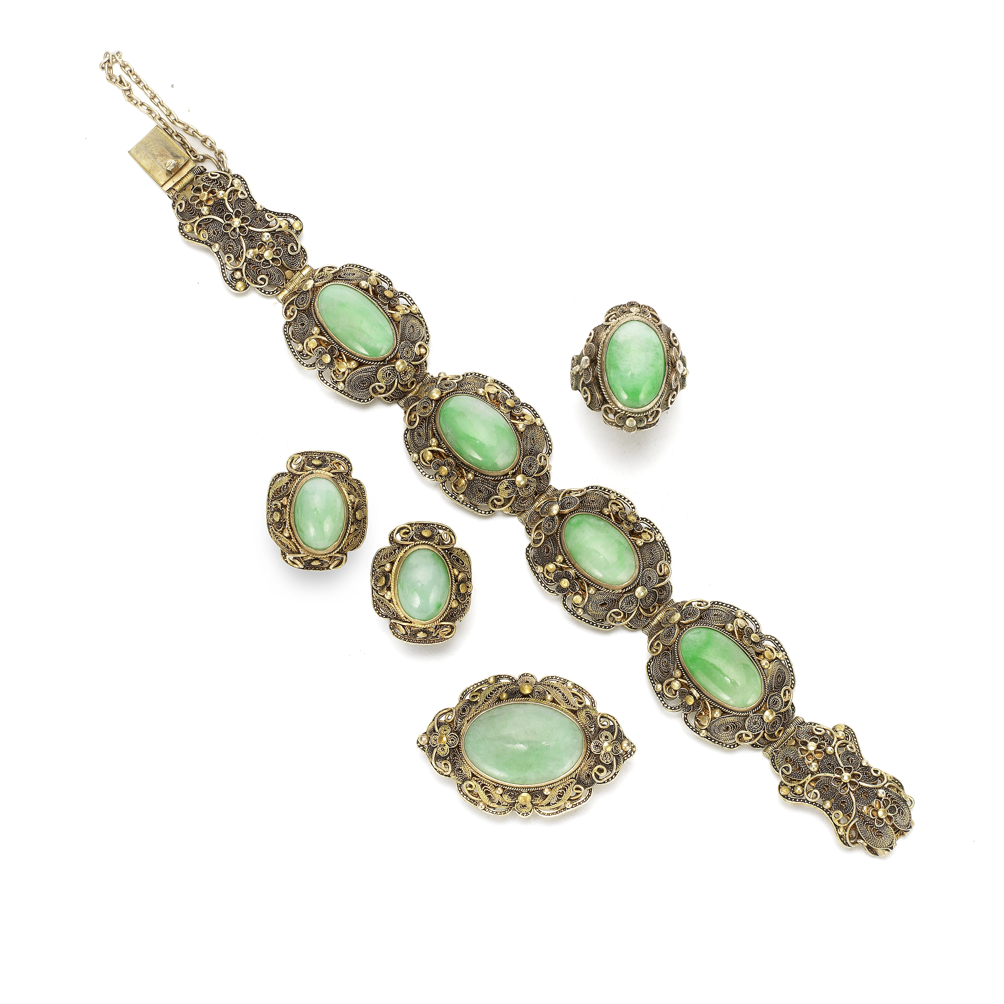 A JADEITE-INSET GILT-FILIGREE BRACELET, EARINGS, RING AND BROOCH SUITE Early 20th century (5)