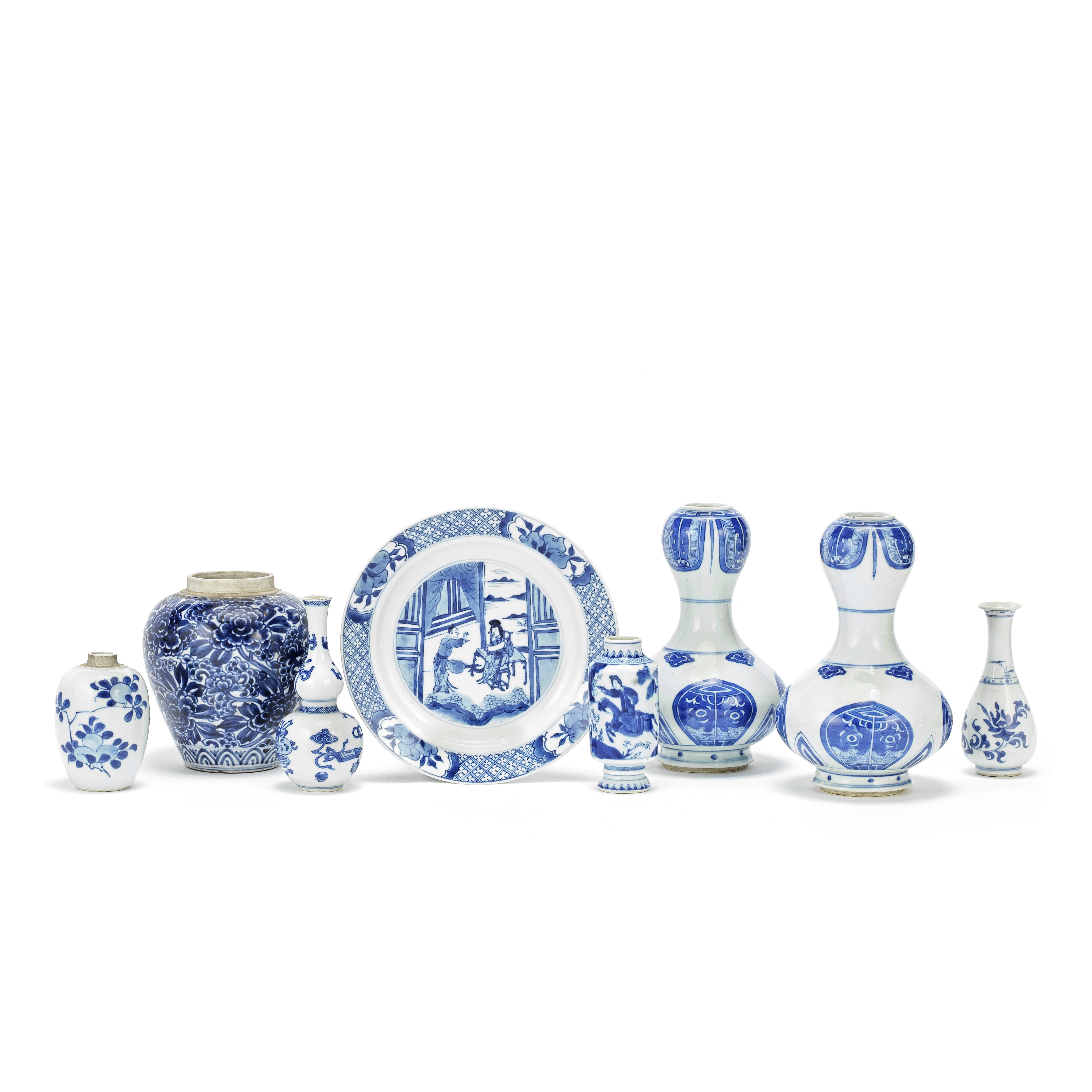A VARIED GROUP OF BLUE AND WHITE PORCELAIN VASES AND A DISH Kangxi (8)
