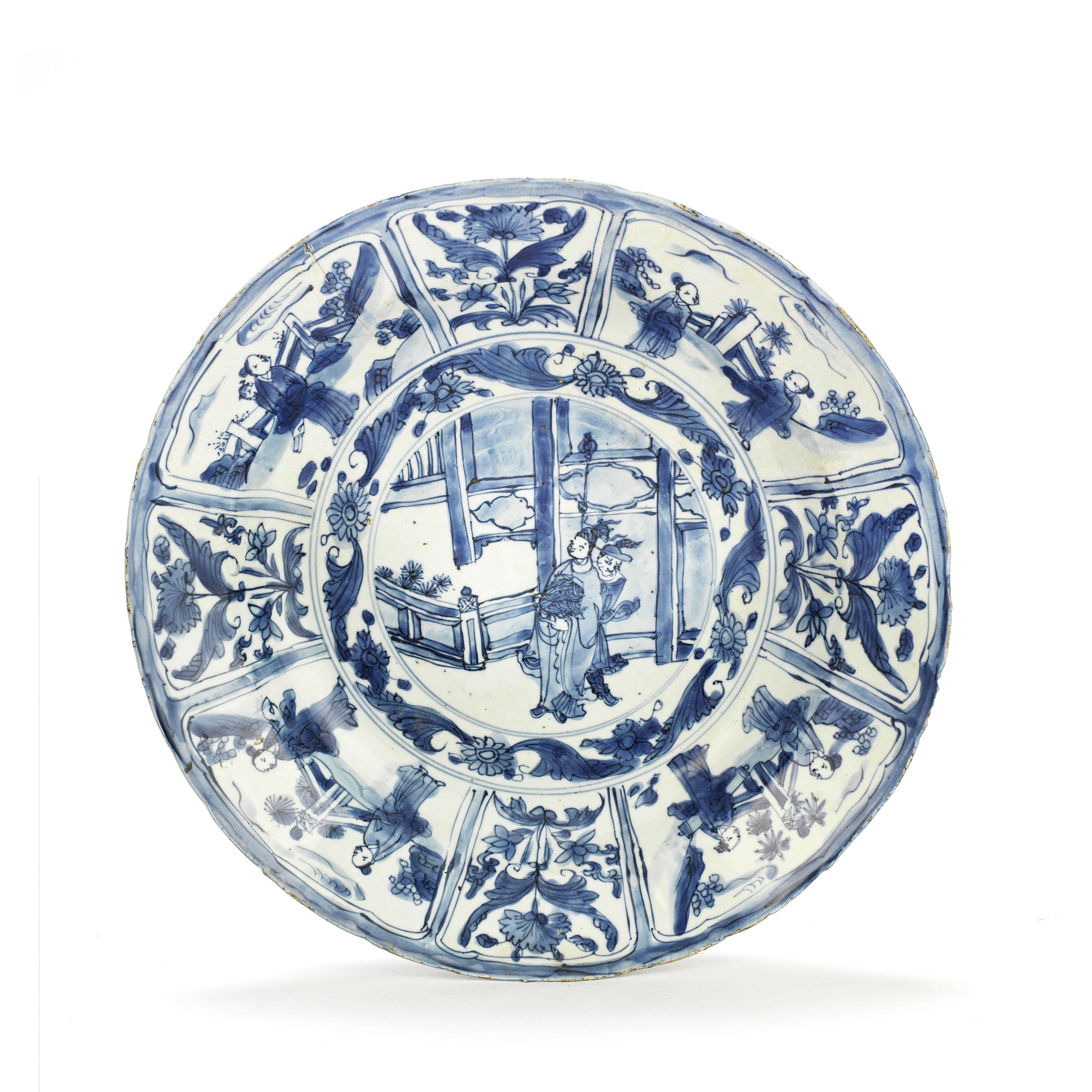 A BLUE AND WHITE 'KRAAK' FIGURAL CHARGER Wanli