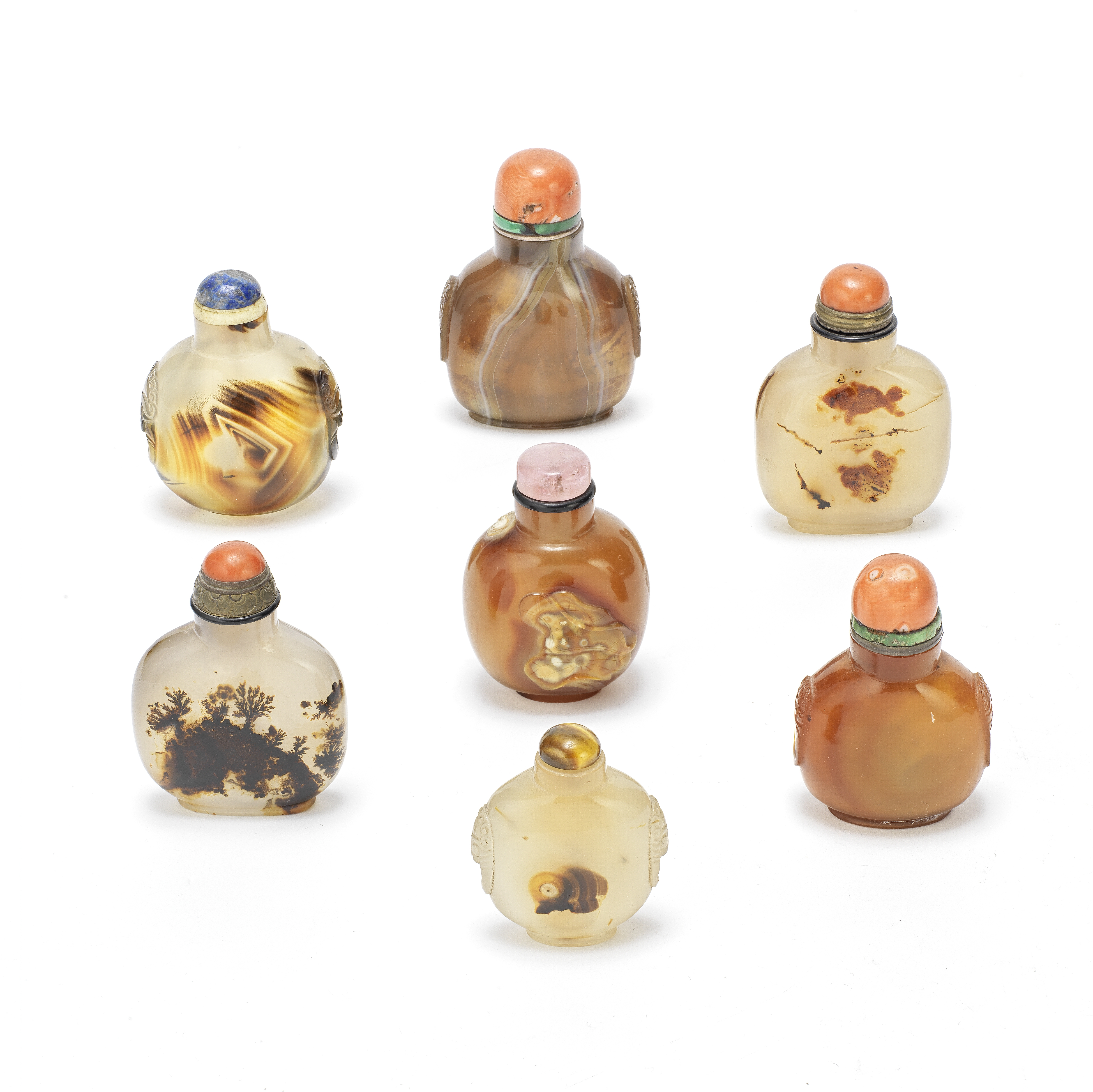 A GROUP OF SEVEN AGATE SNUFF BOTTLES Qing Dynasty (14)