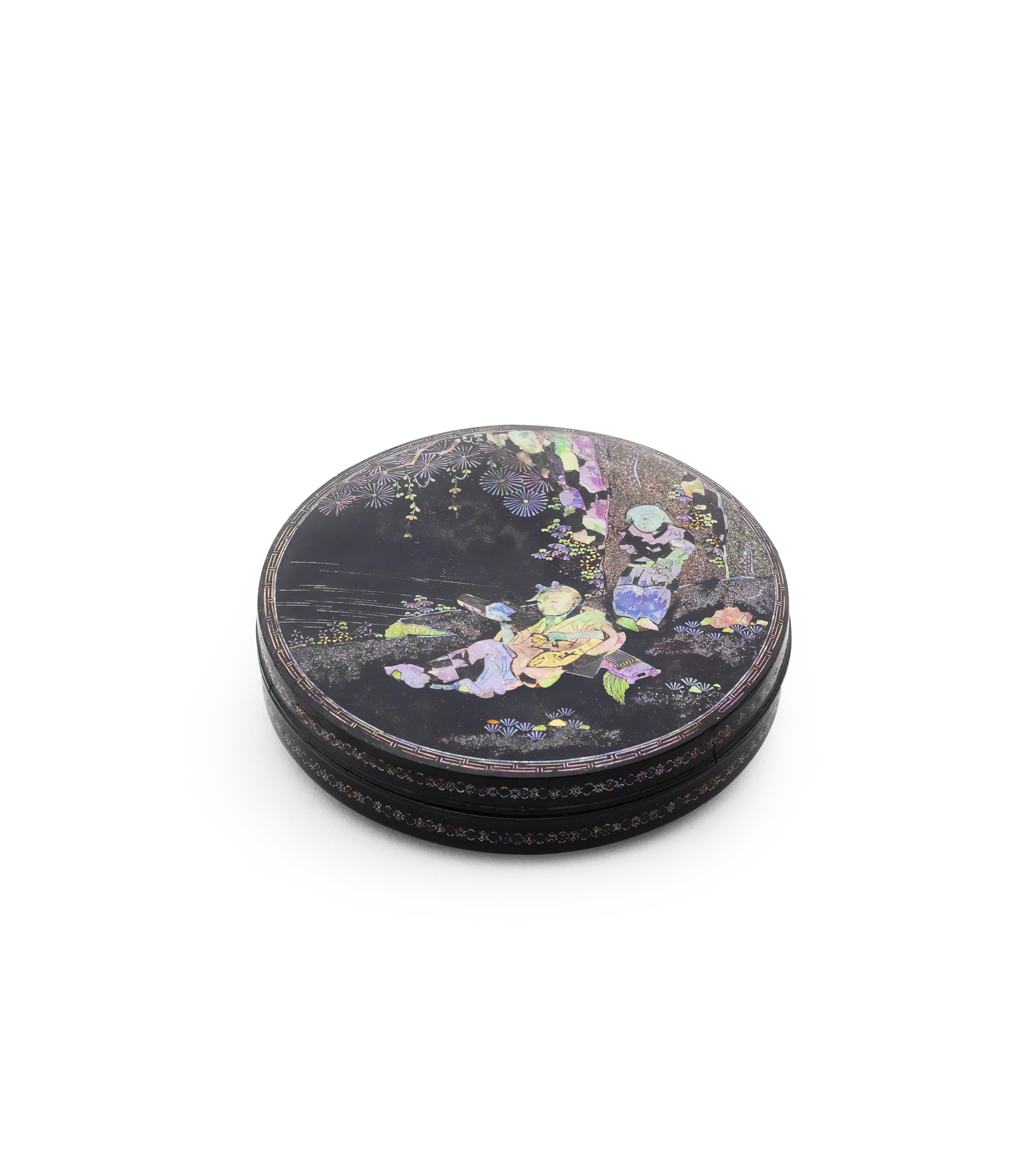 A MOTHER-OF-PEARL INLAID BLACK LACQUER CIRCULAR BOX AND COVER Junyu Shi seal mark, 17th century (2)