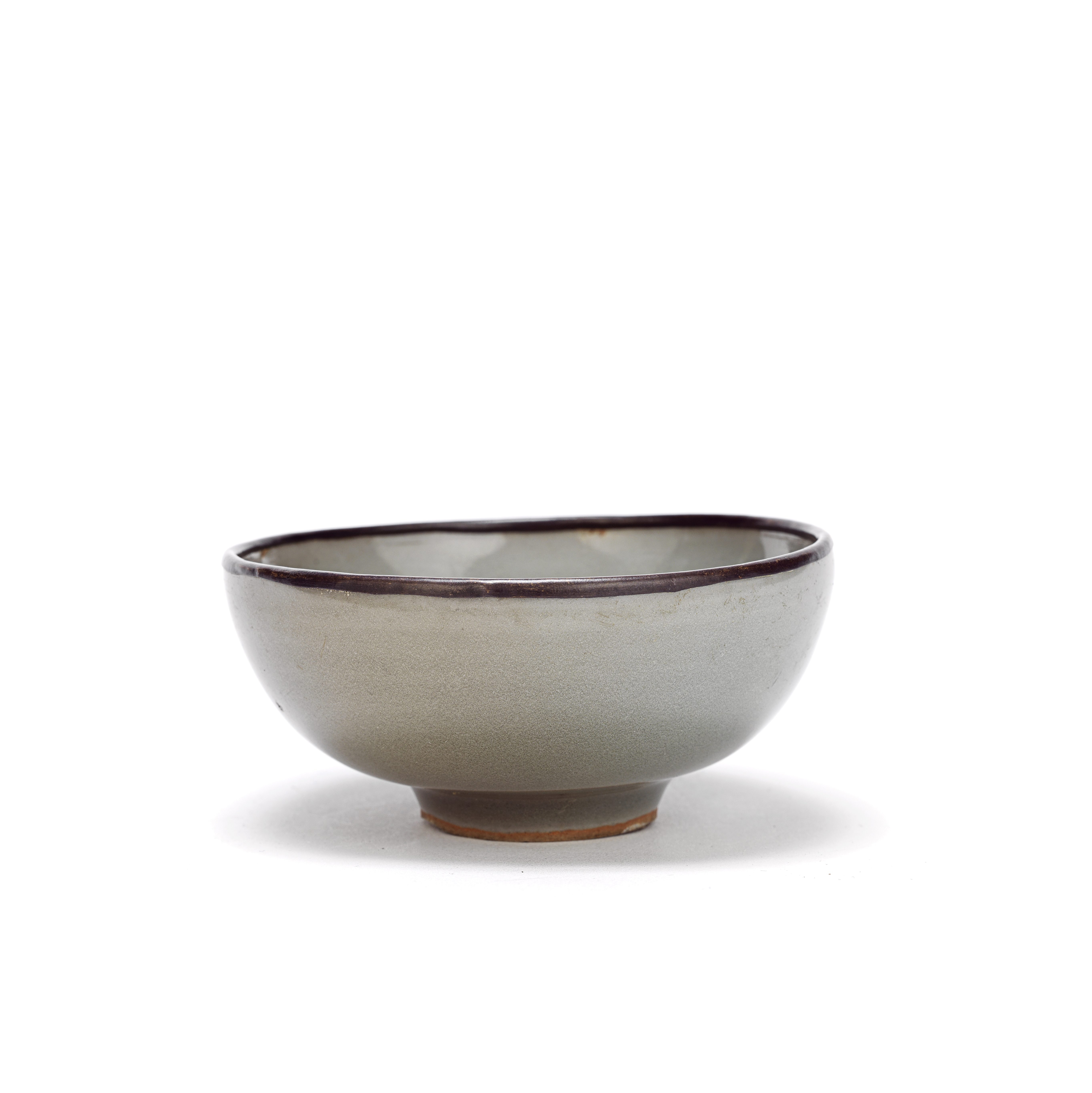 A SMALL LONGQUAN CELADON-GLAZED BOWL Southern Song Dynasty