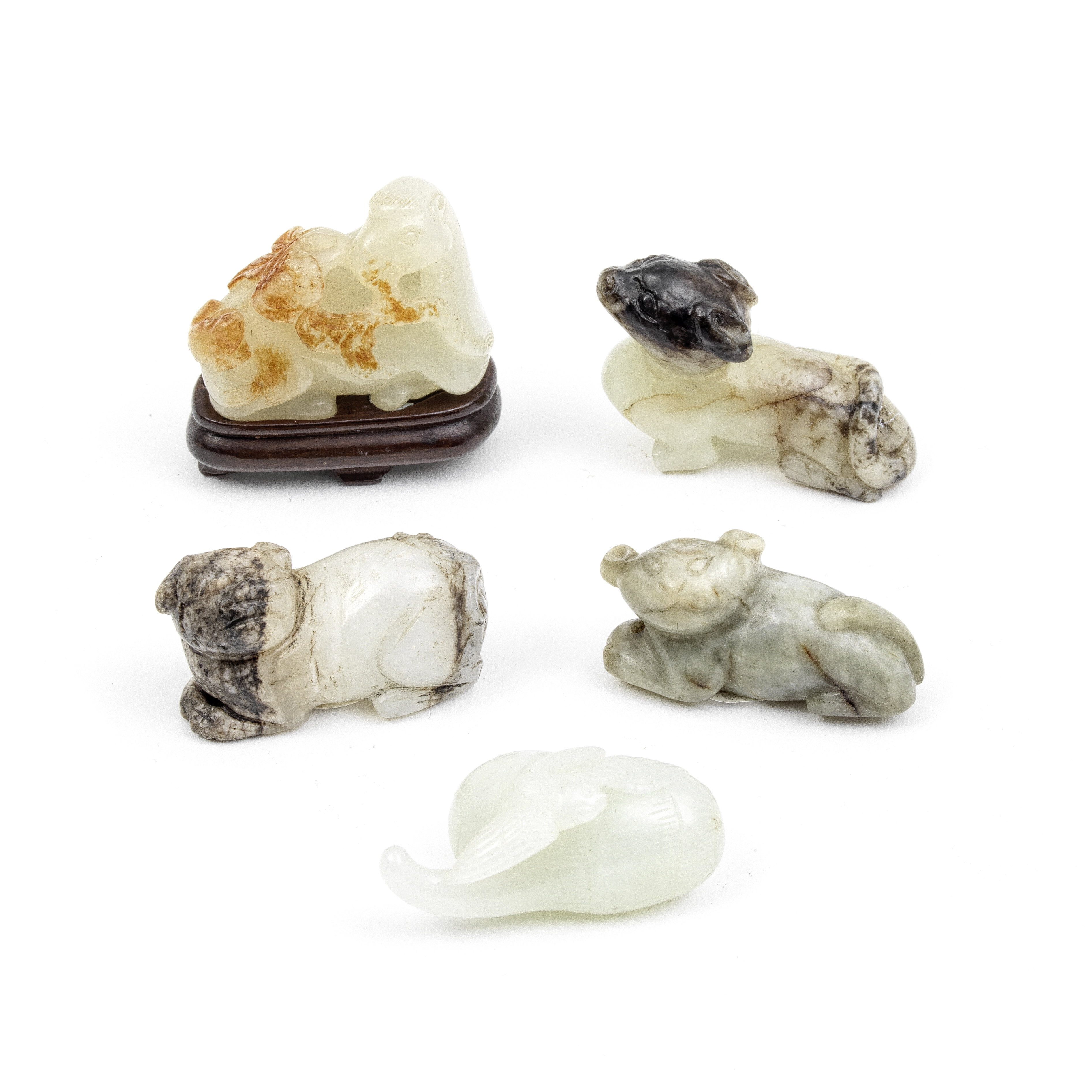 A GROUP OF FIVE JADE CARVINGS OF ANIMALS Qing Dynasty (6)