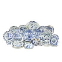 A LARGE COLLECTION OF BLUE AND WHITE EXPORT AND OTHER PORCELAIN Mainly Kangxi to Qianlong (34)