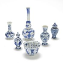 A KRAAK PORCELAIN BOWL AND FIVE BLUE AND WHITE PORCELAIN VASES Wanli to Kangxi (8)