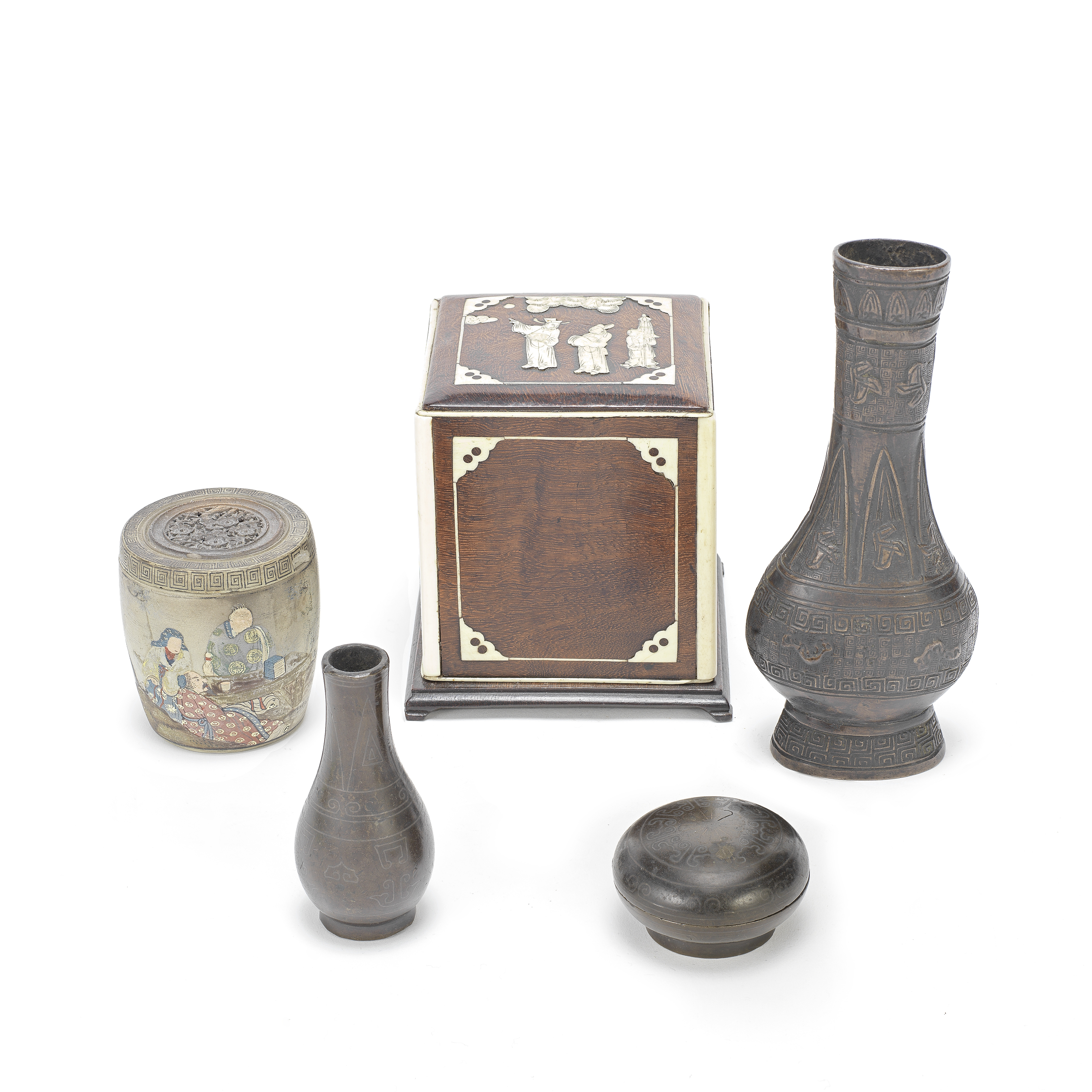A GROUP OF VARIOUS SCHOLAR'S DESK ITEMS Late Ming to late Qing (8)