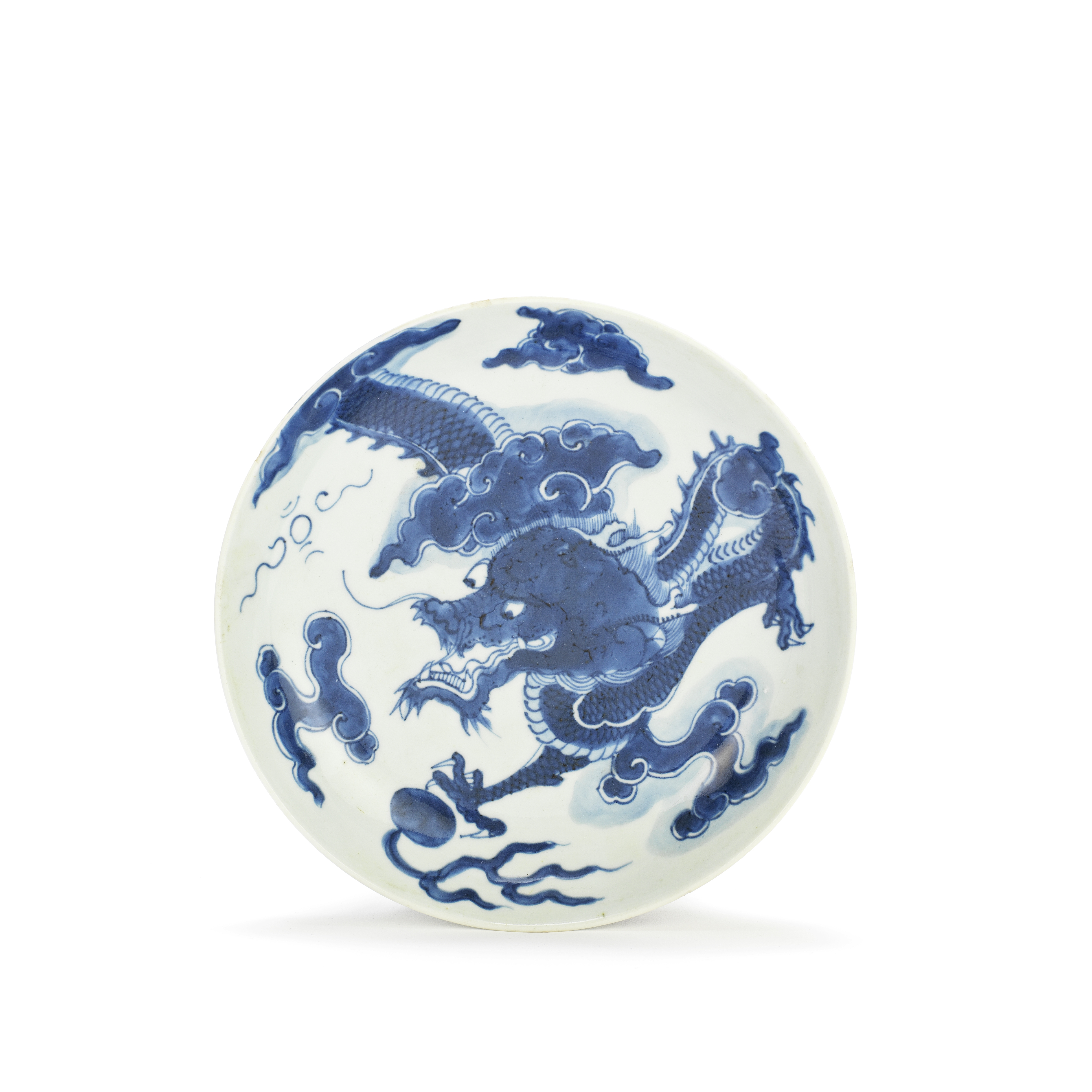 A BLUE AND WHITE 'DRAGON' SAUCER DISH 18th century