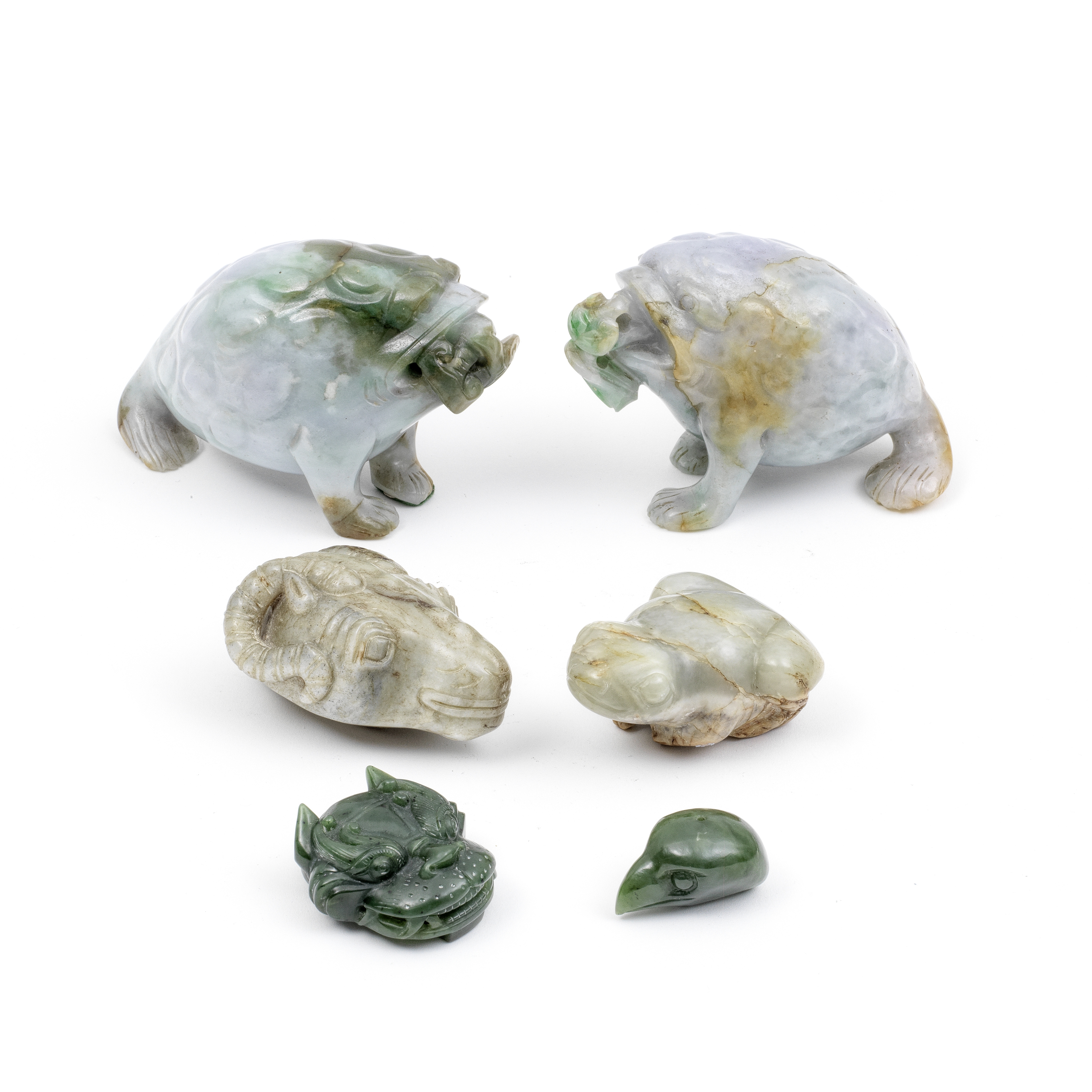 A GROUP OF SIX JADE AND JADEITE CARVINGS (6)