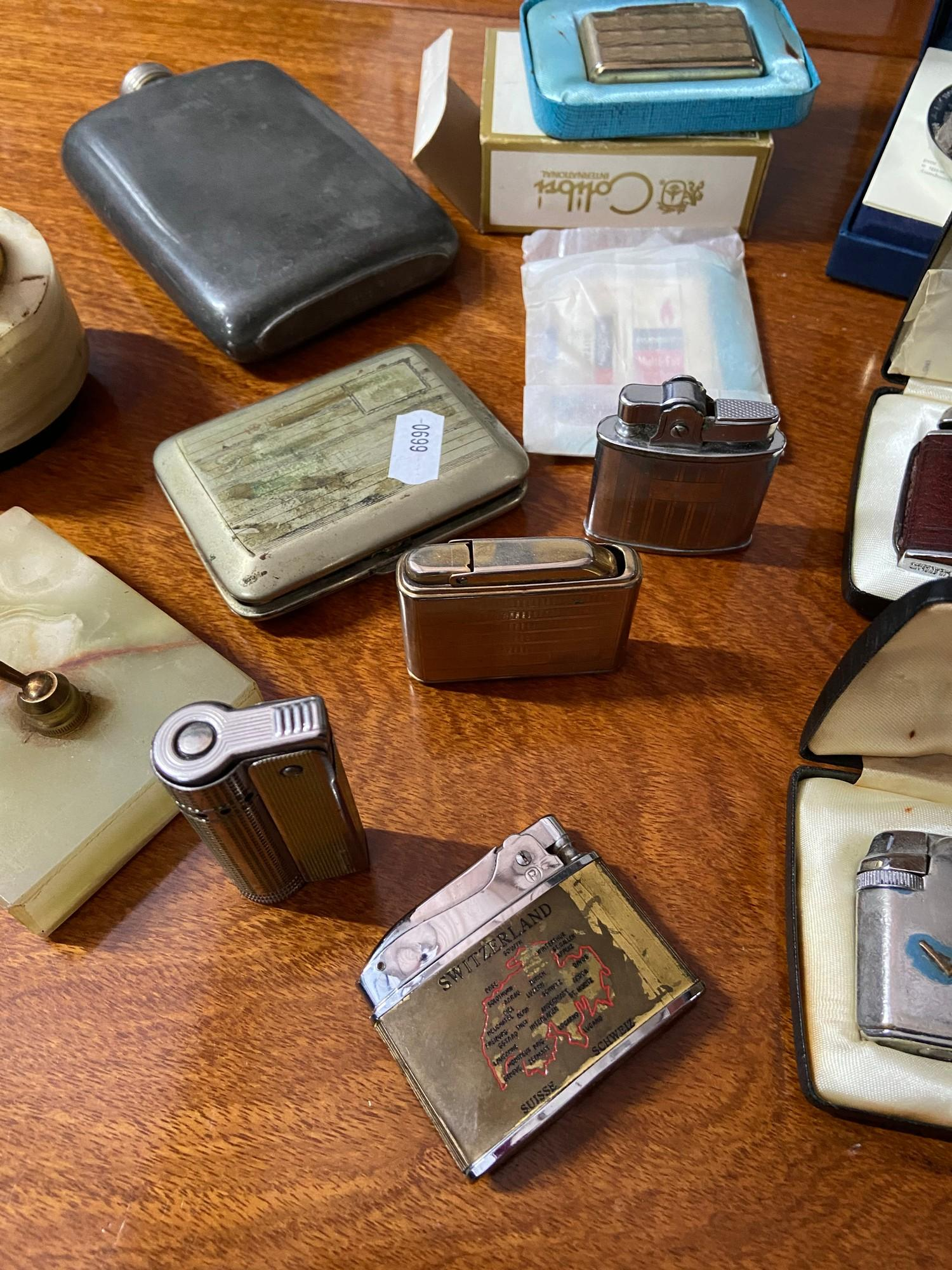 A selection of various collectable lighters and various odds. To include Ronson Varaflame gas - Image 4 of 6