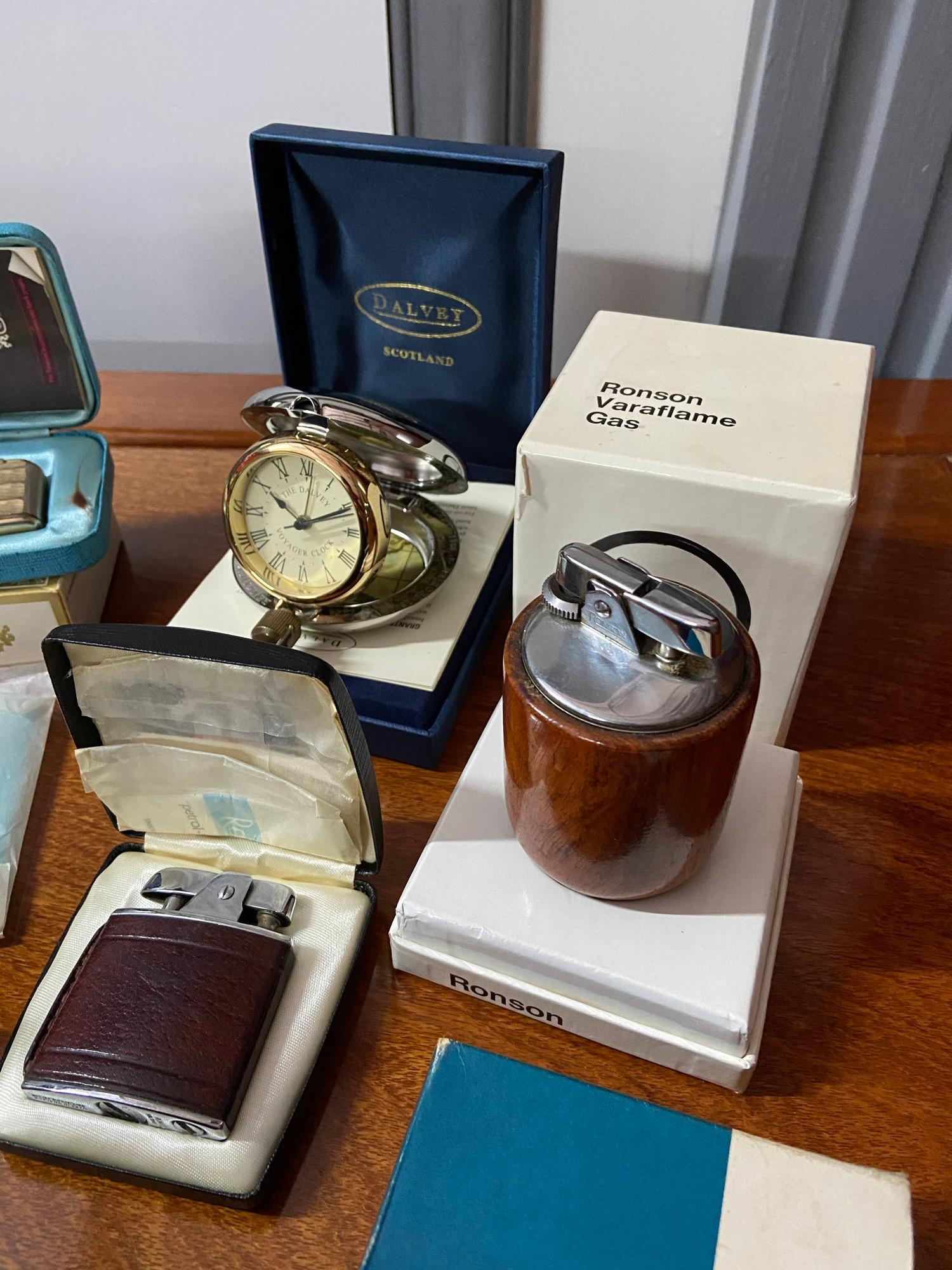 A selection of various collectable lighters and various odds. To include Ronson Varaflame gas - Image 2 of 6