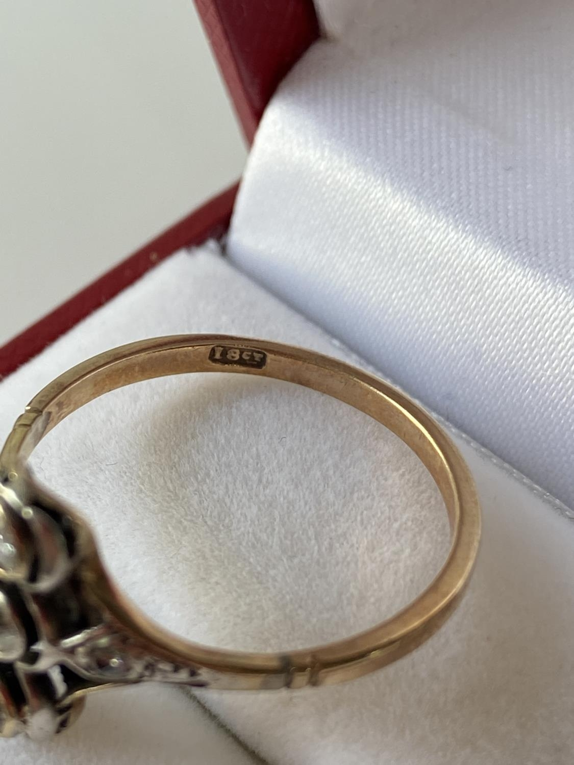 An 18ct gold unusual set 5 five diamond ring [2 3/4mm x 3 large diamonds] [2.40g] [size S] - Image 11 of 12