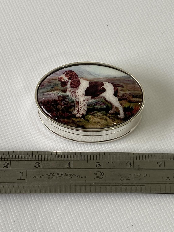 A Silver pill box with enamel lid of a spaniel. [1.4x3.6x2.8cm]