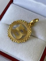 A 22ct gold initial 'B' pendant [1.32g]
