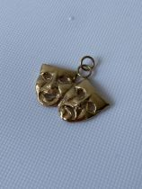 9ct gold double theatre mask pendant [3.81g]