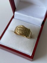 A 9ct gold ornate buckle ring [size Q] [3.03g]