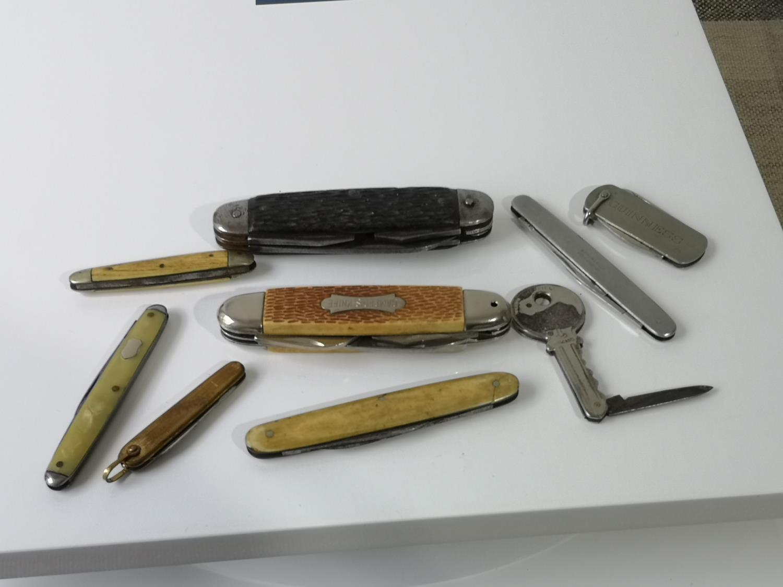 An assortment of various sized pen knives.
