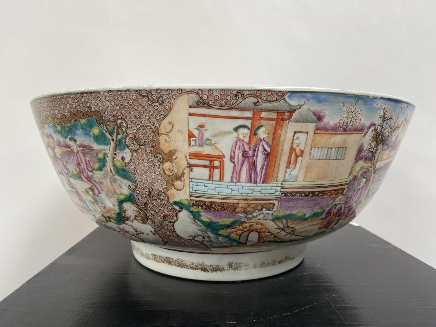 A LARGE 19TH CENTURY CHINESE HAND PAINTED BOWL. EXTERIOR DEPICTS CHINESE HUNTING SCENE PANELS. THE - Image 27 of 39