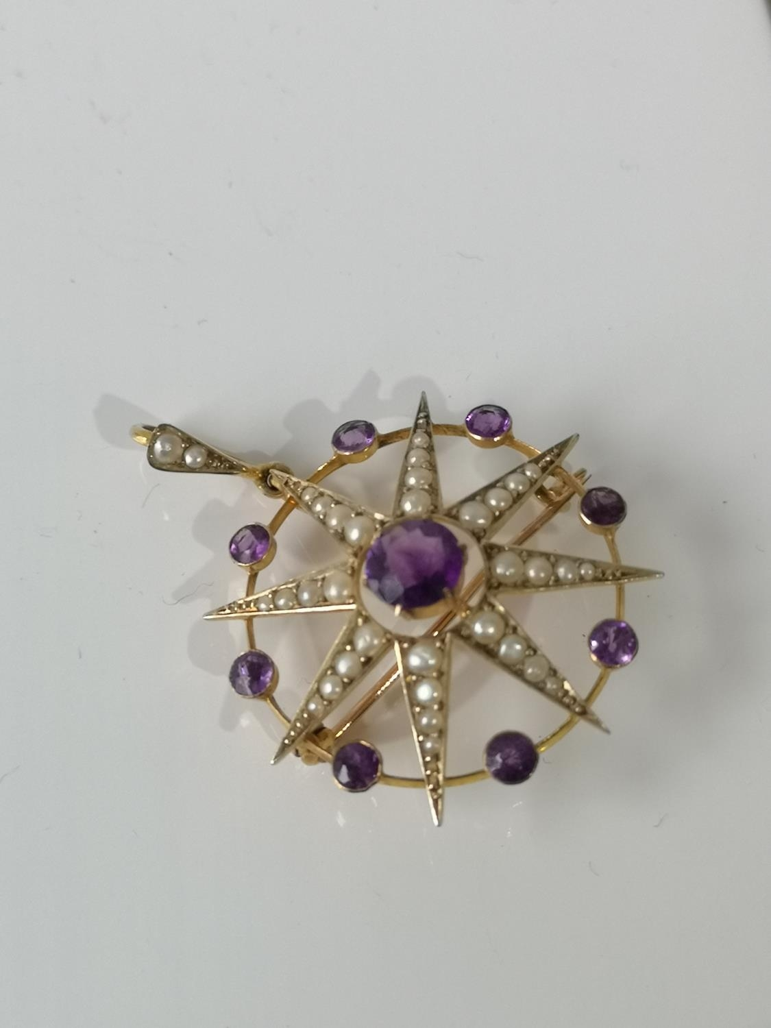 A LATE VICTORIAN SUFFRAGETTE 9CT GOLD MARKED, PEARL AND AMETHYST STAR AND CIRCLET BROOCH/PENDANT.