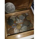 A COLLECTION OF VARIOUS COLLECTABLE COINS TO INCLUDE VARIOUS SILVER AND COPPER COINS. ALSO