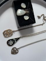 4 various silver necklaces & pendants to include; 925 silver & mother of pearl pendant & earring set