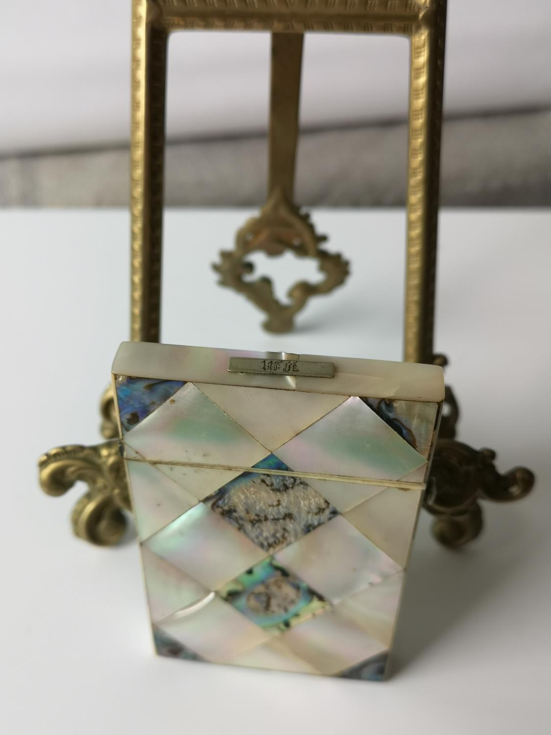 A Nice example of a 19th century mother of pearl & pauo shell card case. [9x5.5cm] - Image 3 of 6
