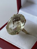 A 9ct gold ladies ring set with a large clear stone [size M] [7.78g]
