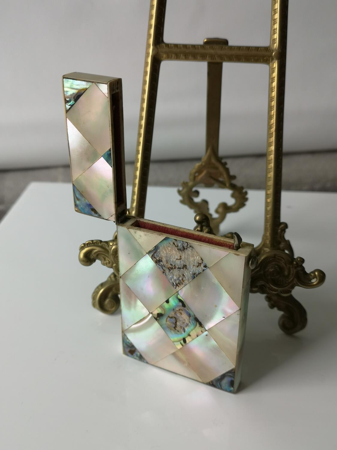 A Nice example of a 19th century mother of pearl & pauo shell card case. [9x5.5cm] - Image 4 of 6