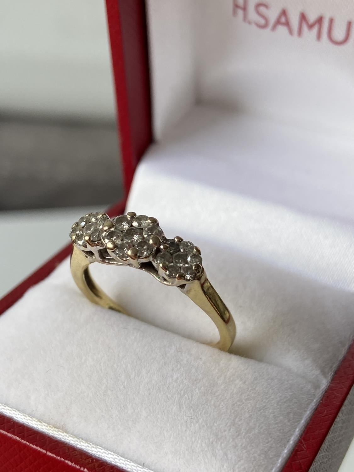 An 18ct gold [tested] diamond cluster ring [0.50ct] [size, O] [3.29g] - Image 3 of 10