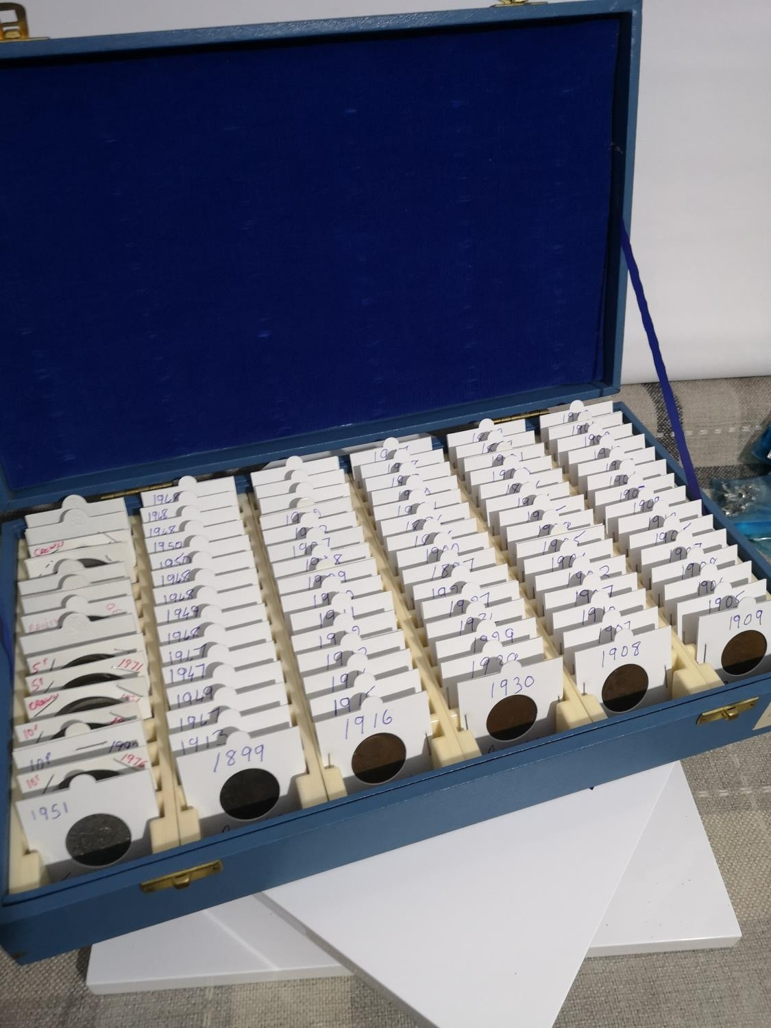 A CASE CONTAINING A COLLECTION OF PENNY'S, CROWNS, TWO SHILLINGS AND MANY OTHERS
