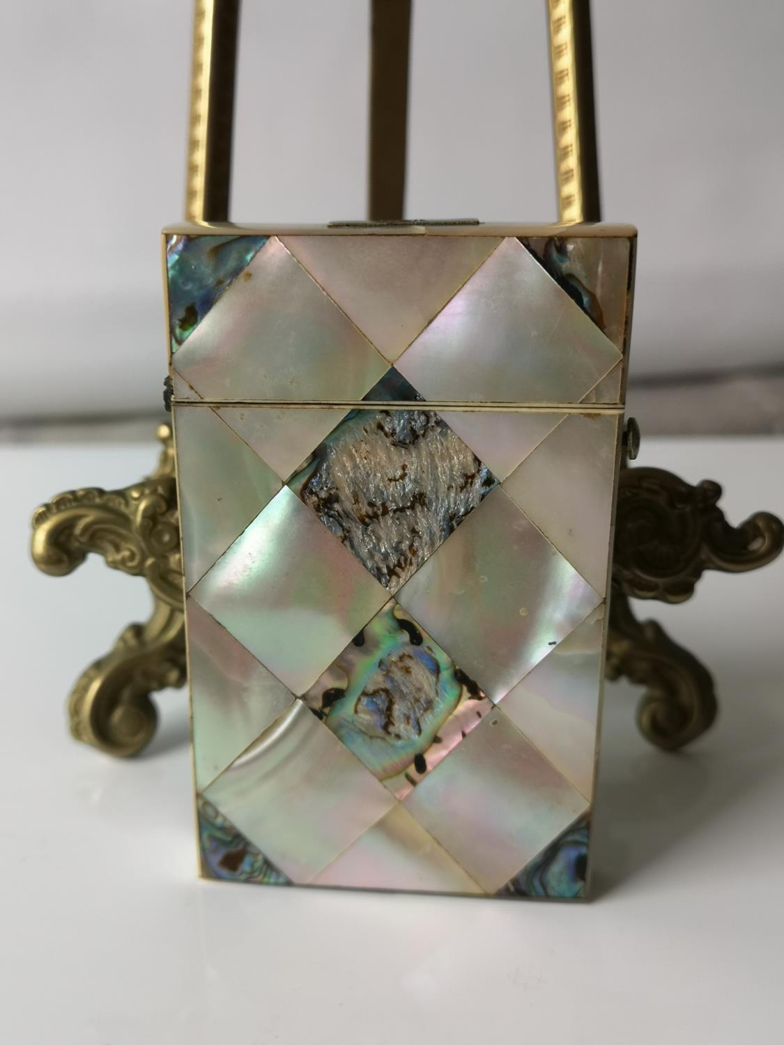 A Nice example of a 19th century mother of pearl & pauo shell card case. [9x5.5cm] - Image 2 of 6