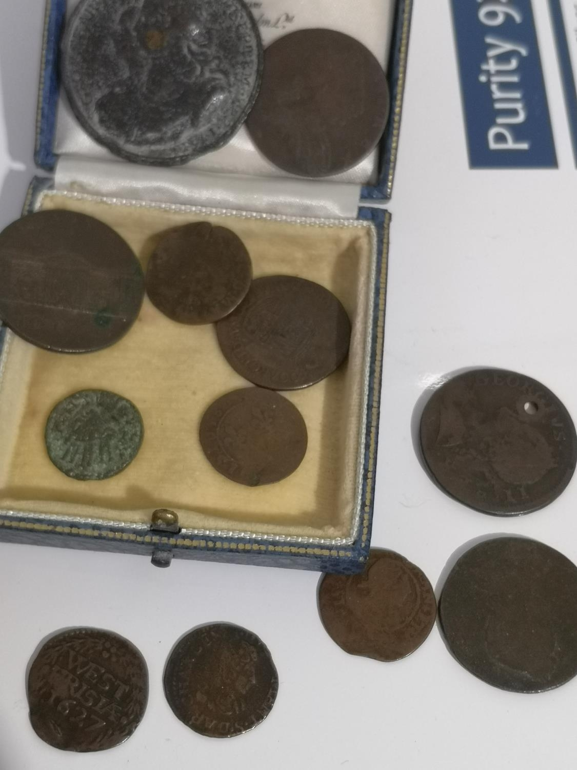 A COLLECTION OF OLD AND ANCIENT COINS TO INCLUDE WEST FRISIA 1627 COIN, 1767 LARGE COIN, NEWGATE