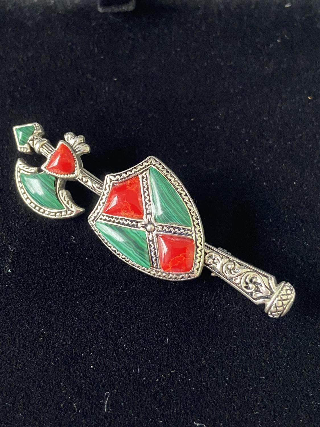 A Silver and malachite arrow shaped brooch. [5.3cm in length]