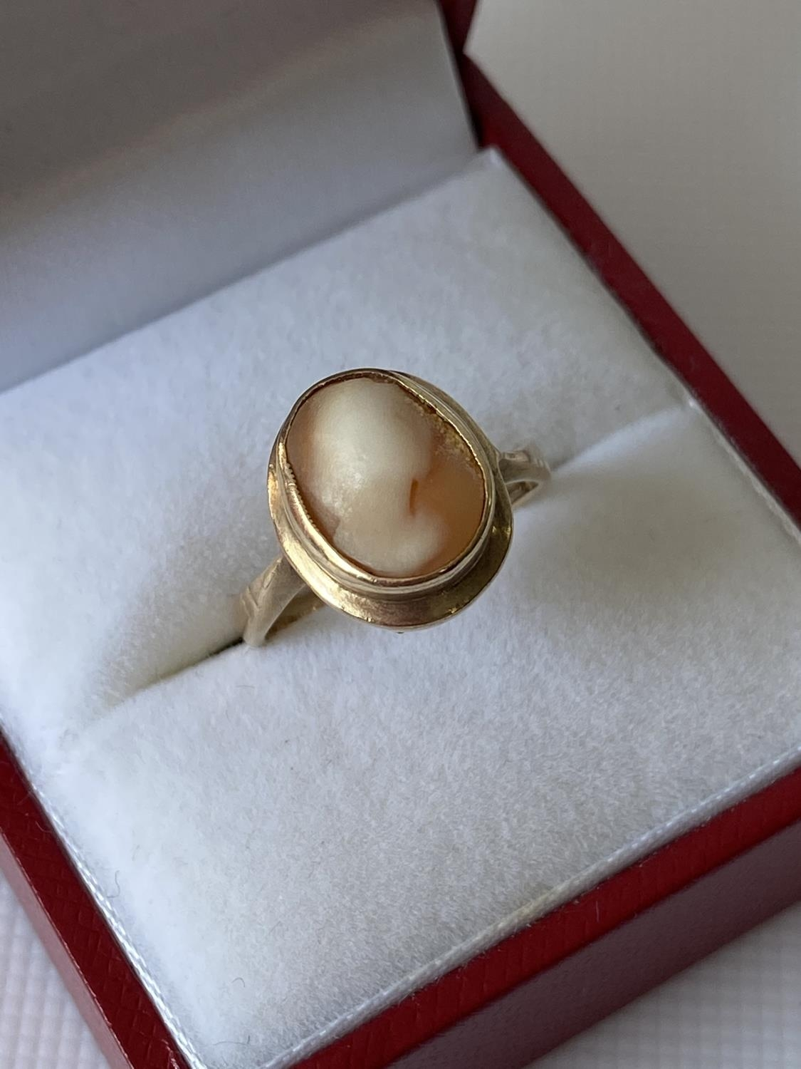 An antique 9ct gold & cameo carved ring [size I] [2.27g] - Image 4 of 6