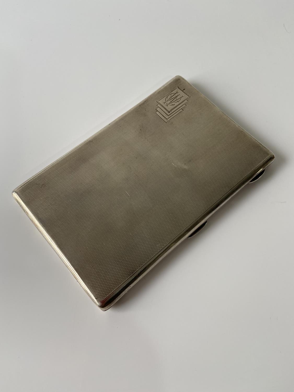 A stylish Birmigham silver cigarette case [Joseph Gloster Ltd] [dated, 1936] [12.5 x8.3cm] [183.89g]