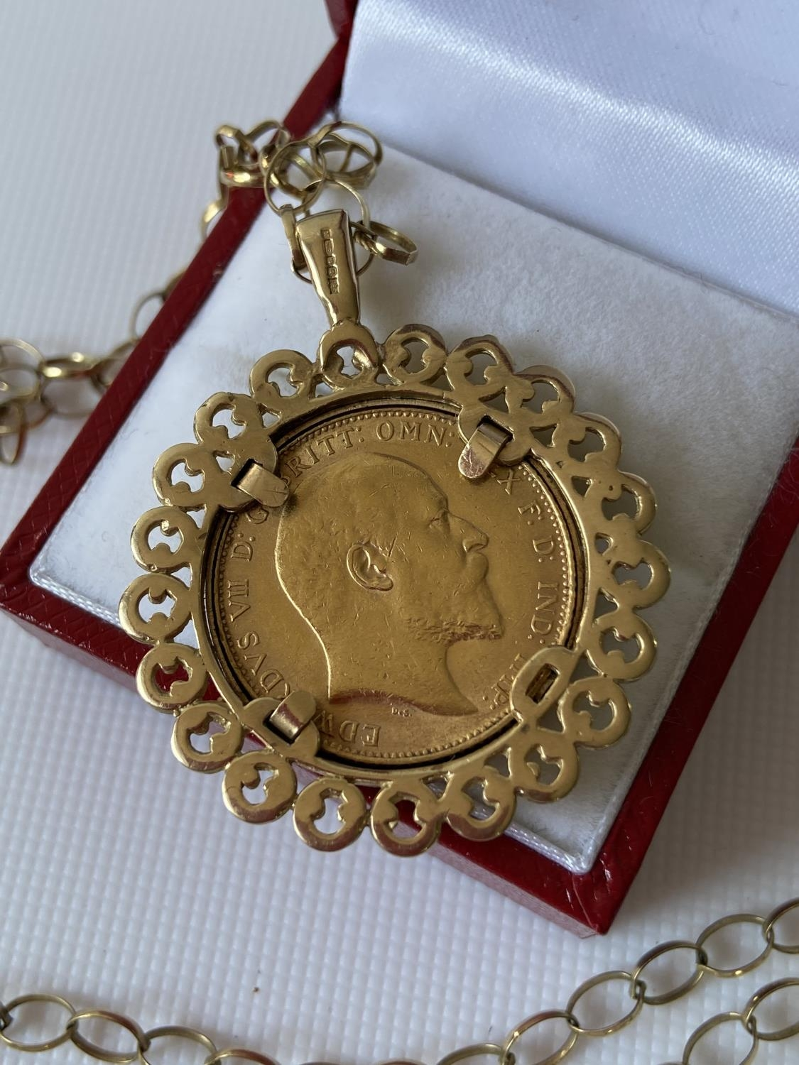 A gold full sovereign, dated 1906, with a 9ct gold pendant & finished with a 9ct gold belcher - Image 6 of 8