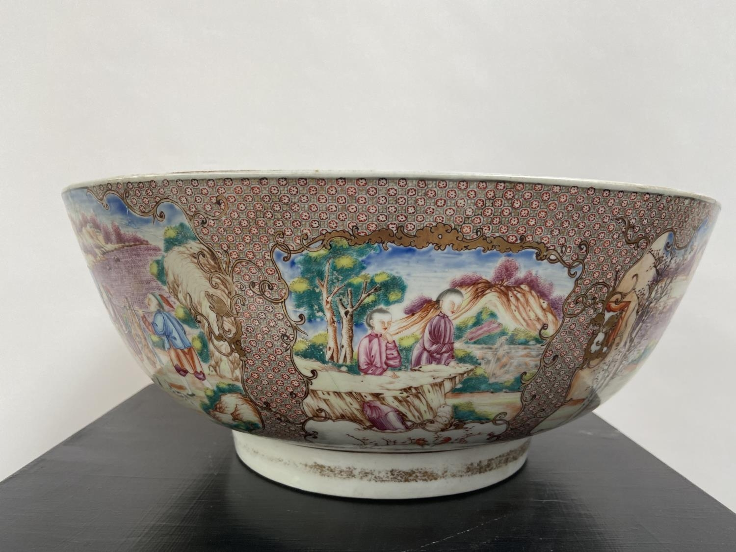 A LARGE 19TH CENTURY CHINESE HAND PAINTED BOWL. EXTERIOR DEPICTS CHINESE HUNTING SCENE PANELS. THE - Image 24 of 39