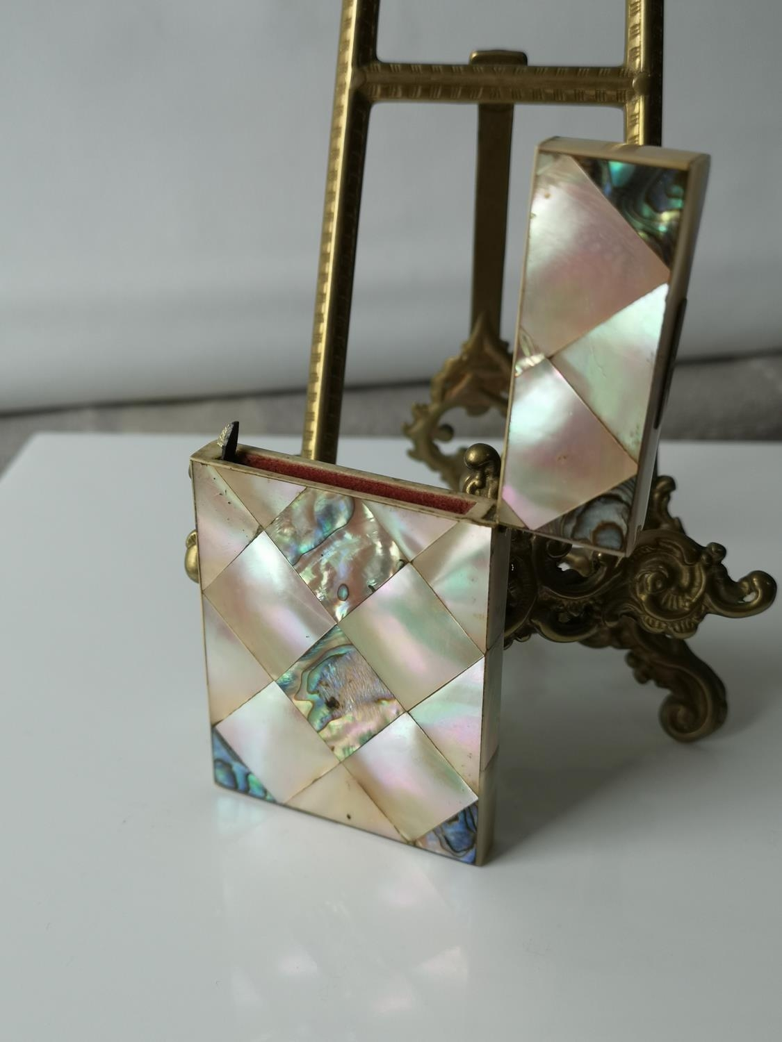A Nice example of a 19th century mother of pearl & pauo shell card case. [9x5.5cm] - Image 5 of 6