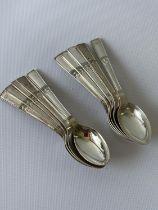 A set of 10 Sheffield silver tea spoons [Walker & Hall] [98.46g]