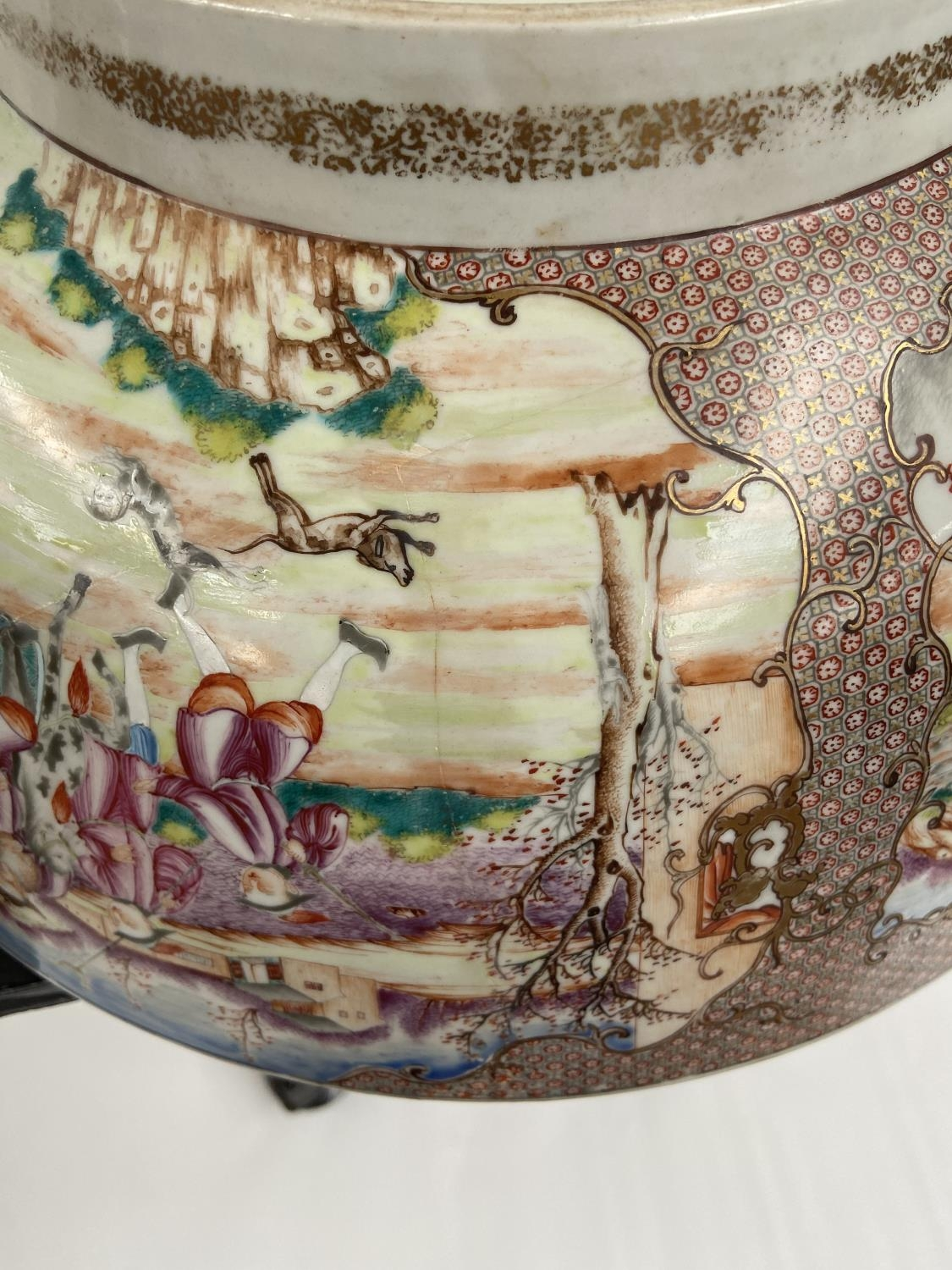 A LARGE 19TH CENTURY CHINESE HAND PAINTED BOWL. EXTERIOR DEPICTS CHINESE HUNTING SCENE PANELS. THE - Image 39 of 39