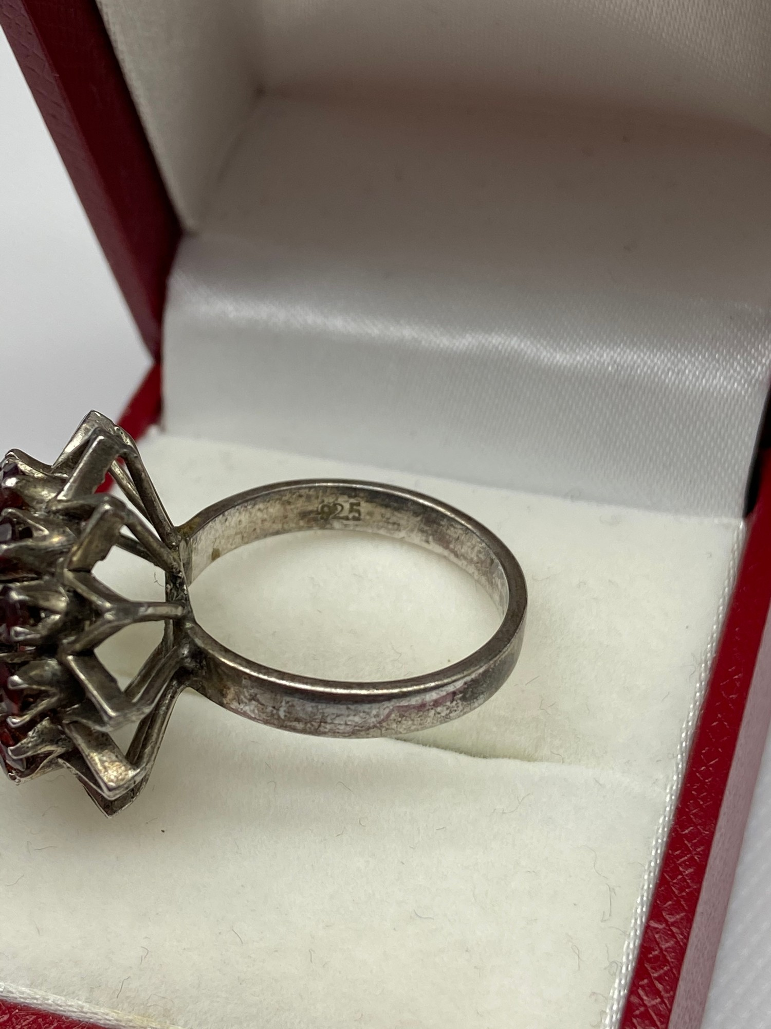 A Ladies silver and garnet cluster ring. [Ring size M] - Image 4 of 4