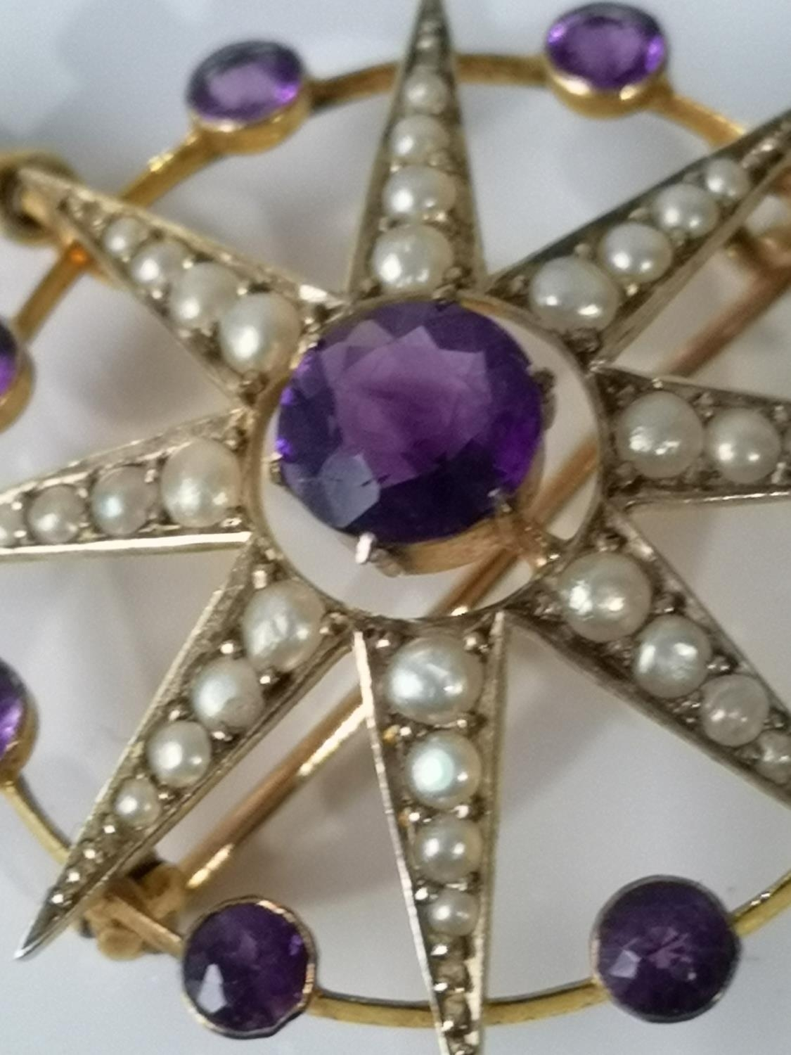 A LATE VICTORIAN SUFFRAGETTE 9CT GOLD MARKED, PEARL AND AMETHYST STAR AND CIRCLET BROOCH/PENDANT. - Image 2 of 4