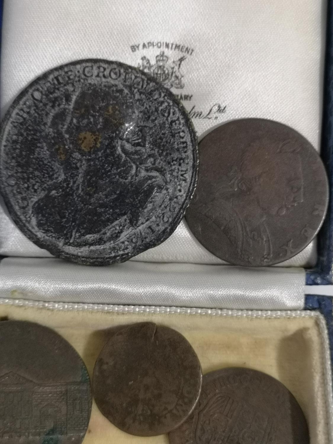 A COLLECTION OF OLD AND ANCIENT COINS TO INCLUDE WEST FRISIA 1627 COIN, 1767 LARGE COIN, NEWGATE - Image 3 of 4