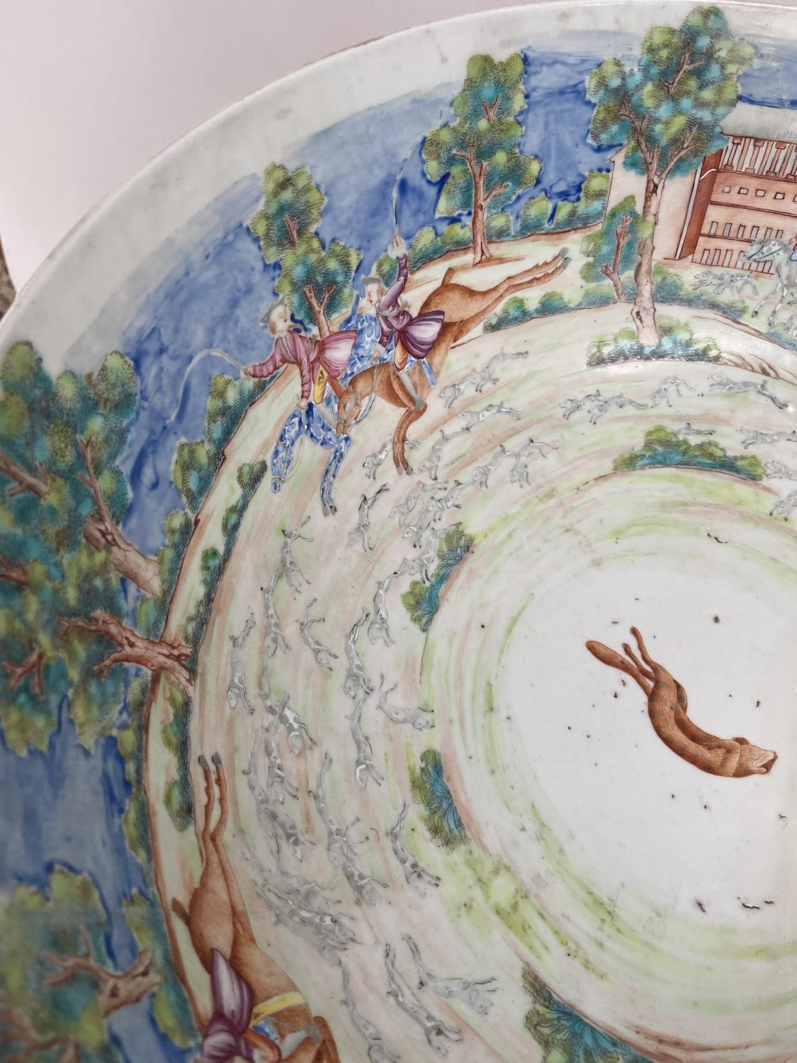 A LARGE 19TH CENTURY CHINESE HAND PAINTED BOWL. EXTERIOR DEPICTS CHINESE HUNTING SCENE PANELS. THE - Image 15 of 39