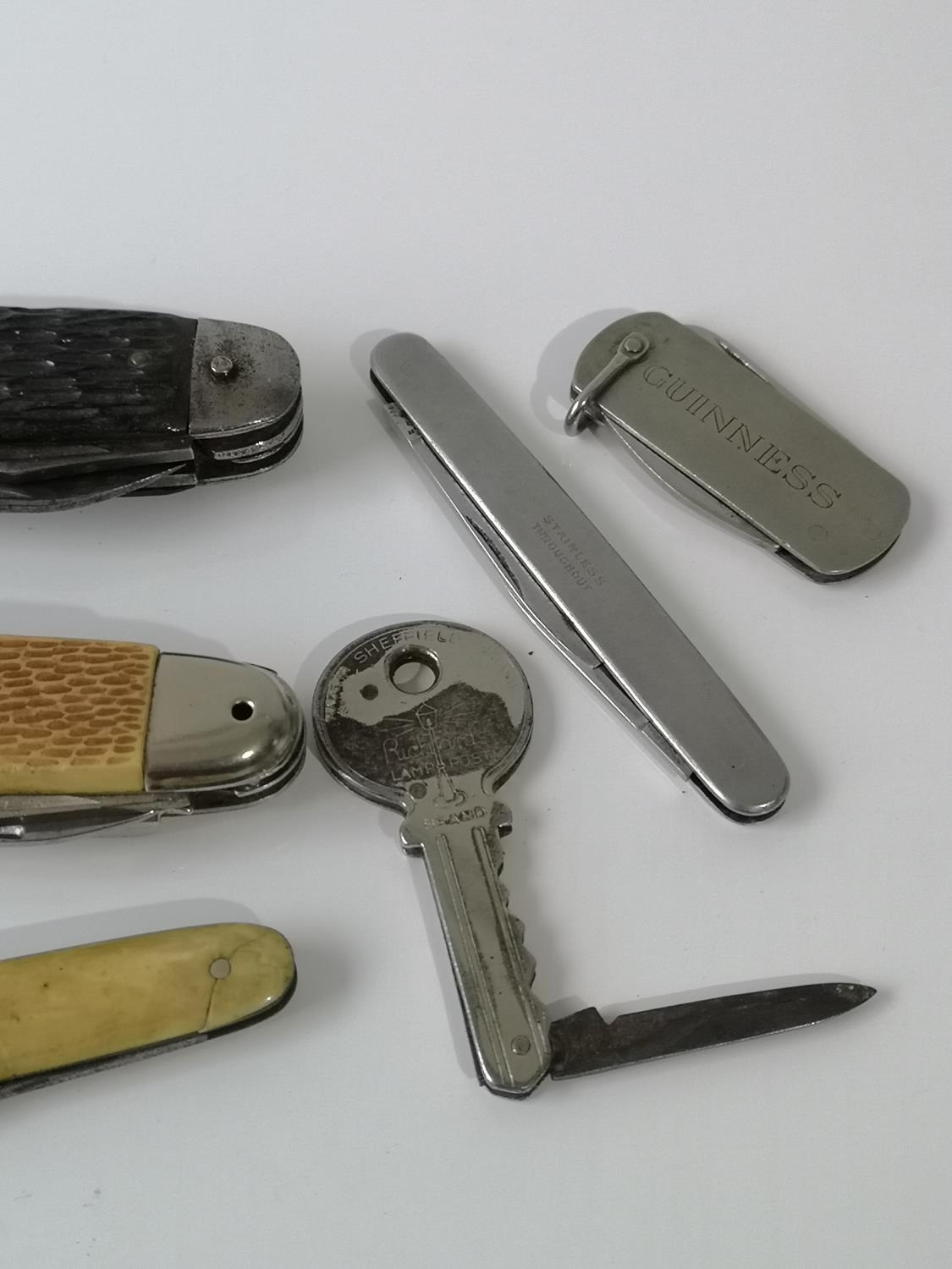 An assortment of various sized pen knives. - Image 4 of 4