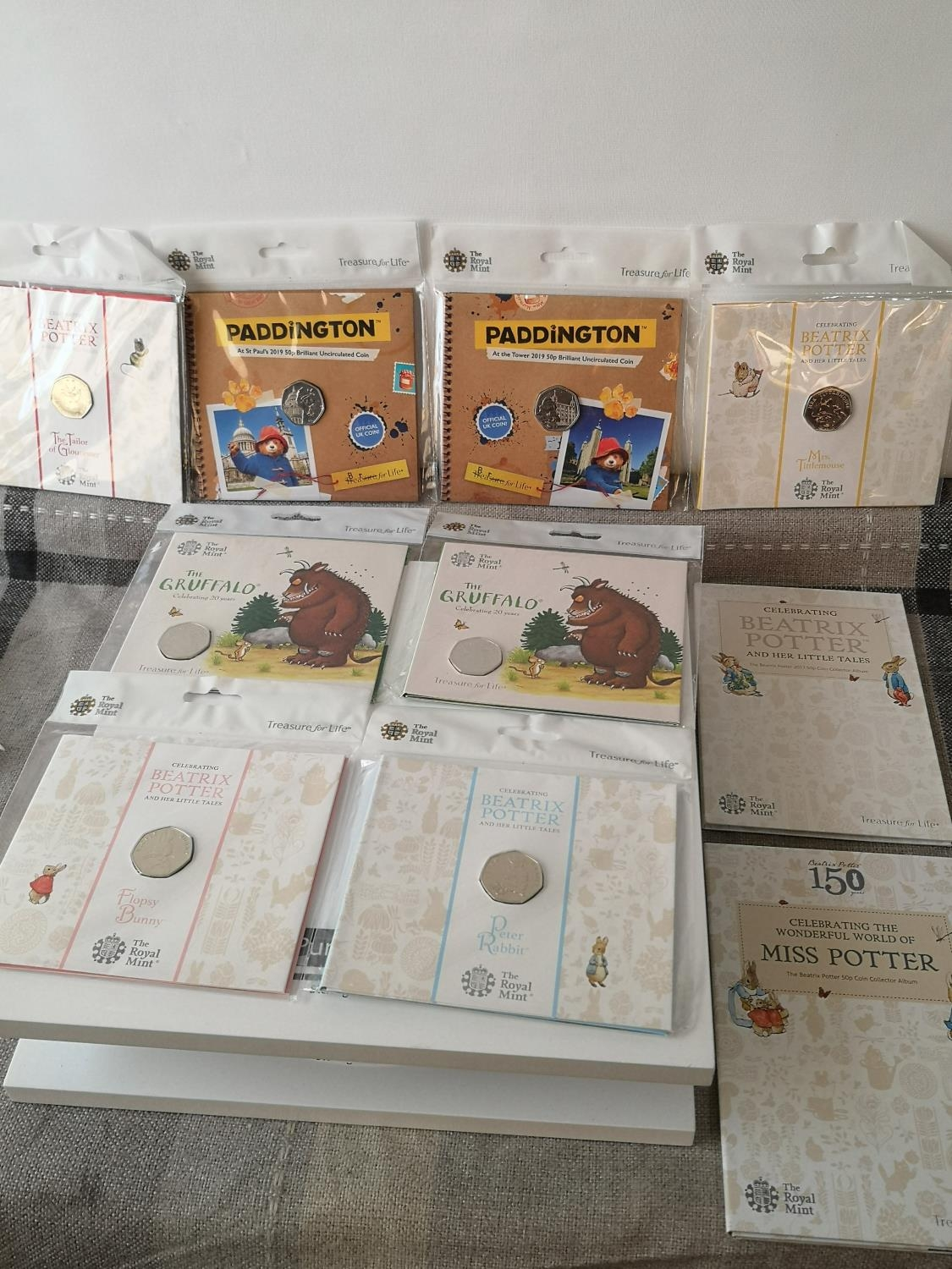 A COLLECTION OF 'THE ROYAL MINT' TREASURY FOR LIFE 50 PENCE COINS. TO INCLUDE TWO SEALED