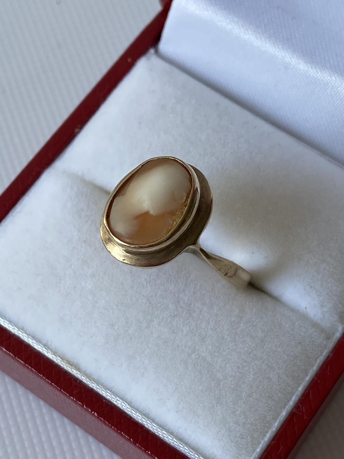 An antique 9ct gold & cameo carved ring [size I] [2.27g] - Image 2 of 6