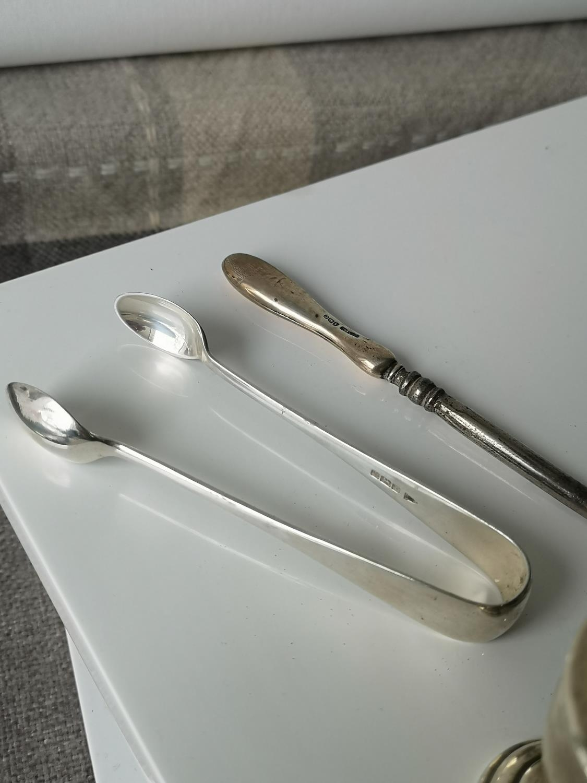 A Birmingham silver sugar pot, two silver handle items & Sheffield silver sugar tongs. - Image 3 of 3